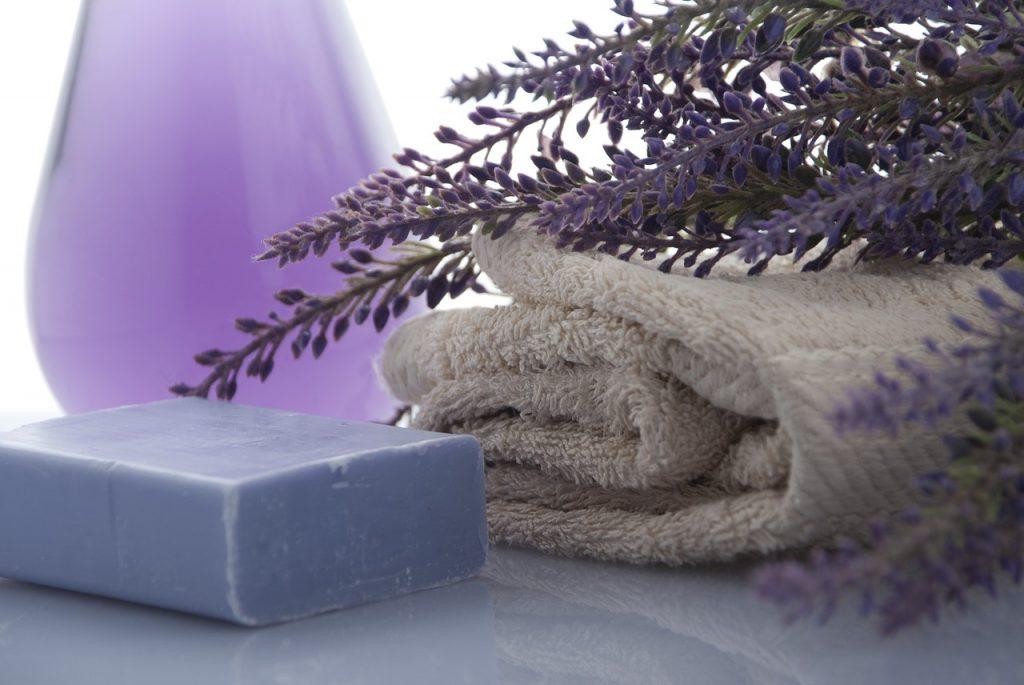 מגבת, סבון ובשמים מפנקים