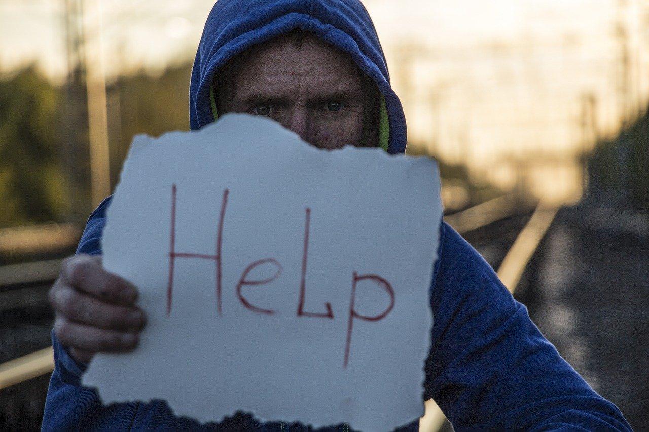 איש שמבקש עזרה