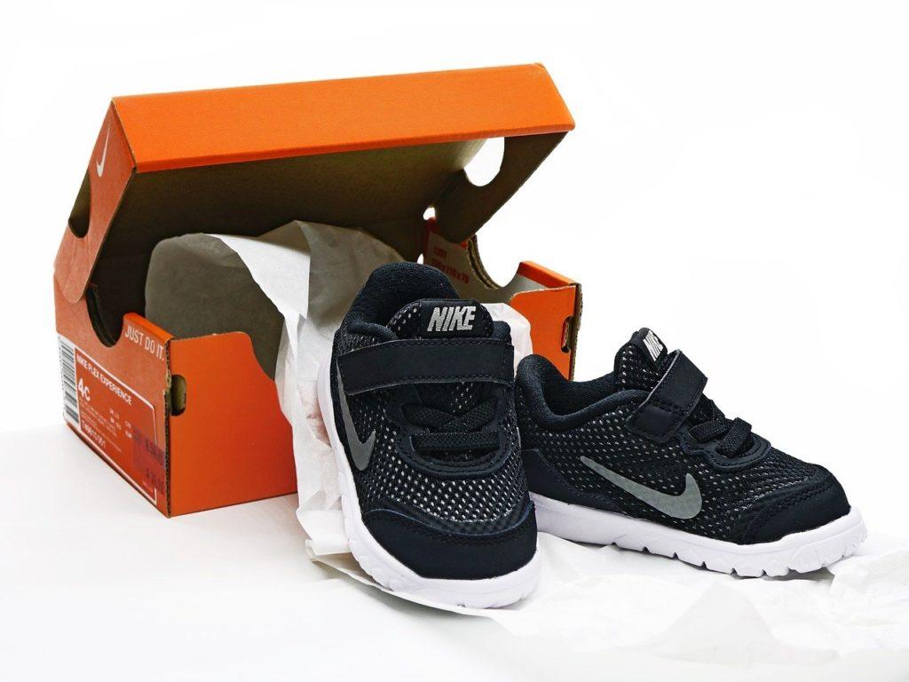 קופסה ונעליים